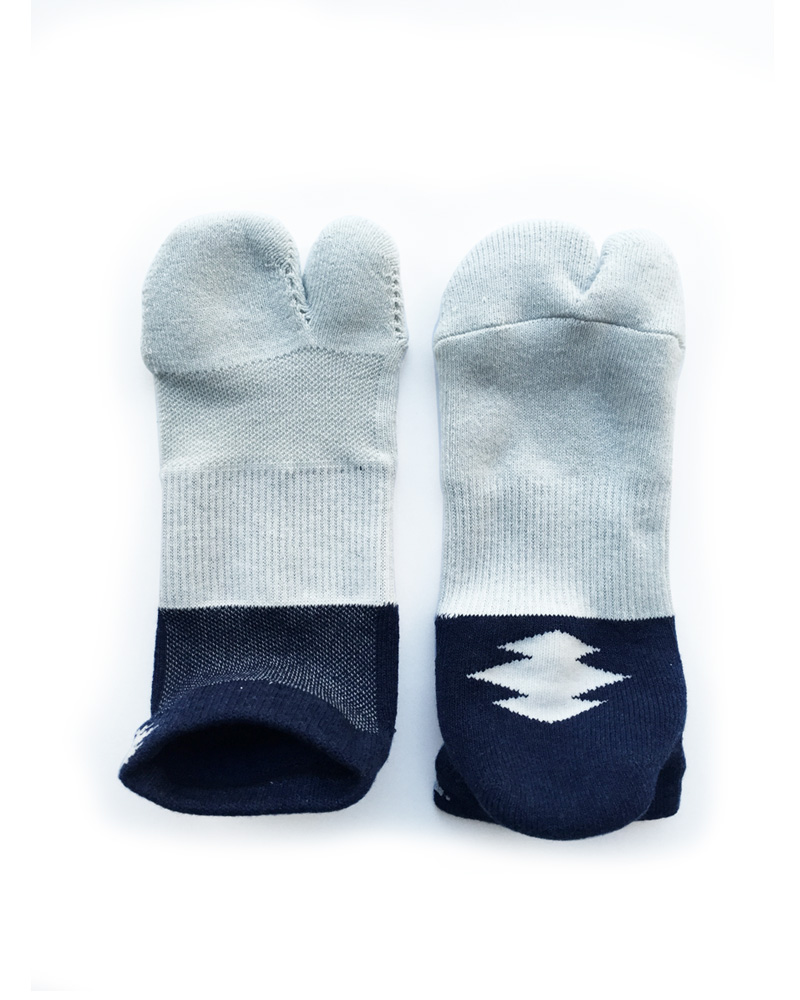 "Yoshiyuki / Tabi Socks ""Bicolor"",  indigo and amber white Image"